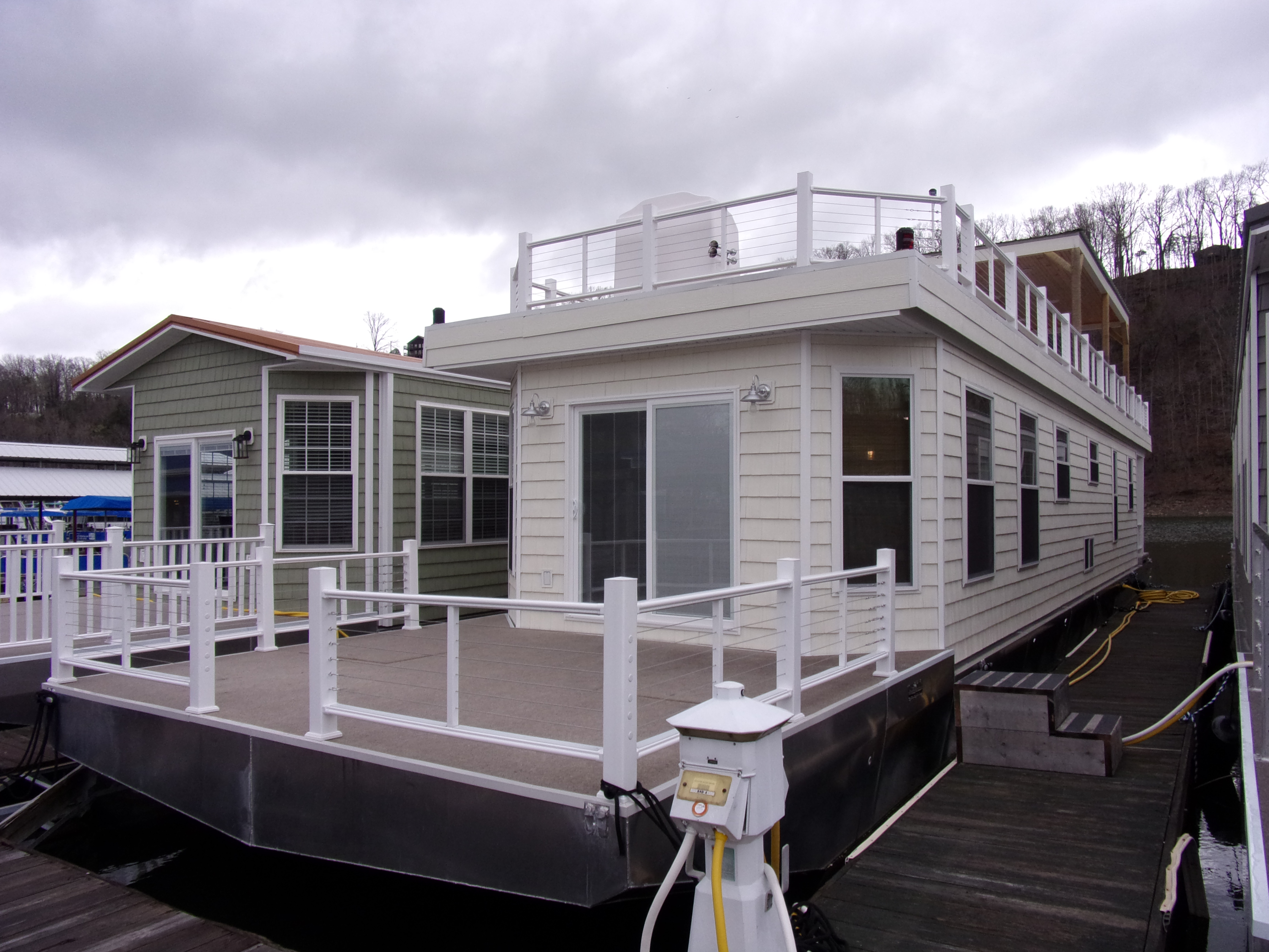 2017 Harbor Cottage Houseboat 16 X 84 Buy A Boat